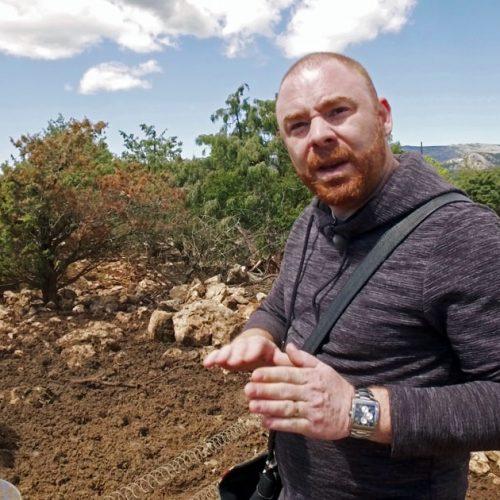 Le chef du Seasens et du Five seas hôtel à Cannes, visite l'élevage de cochons dans l'arrière-pays de grasse