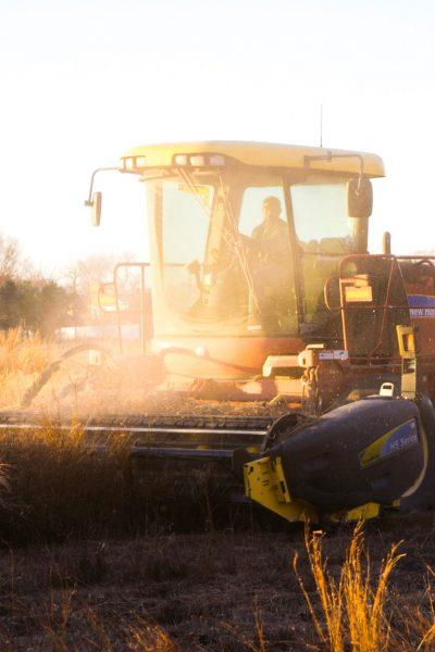 Agriculteur sur contracter