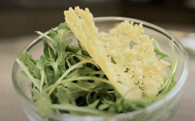Une tuile en parmesan pour décorer vos plats