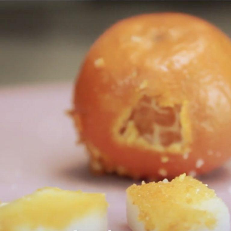 une clémentine, du sucre et un zeste pour tous vos desserts